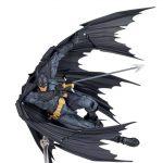 FIGM191-Batman-Revoltech-009-9.jpg