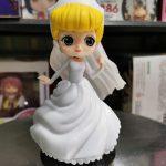 FIG147 – Cinderella – Q Posket Dream Style – Ao Trang de den (1)