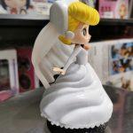FIG147 – Cinderella – Q Posket Dream Style – Ao Trang de den (2)