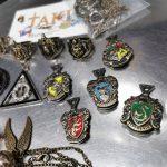 MK068 – BMK huy hieu – nhan – day chuyen bao boi Harry Potter 14pc (4)